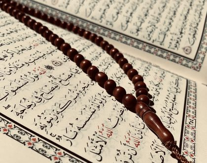 can a woman recite the quran on her period?