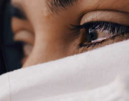 Can women pluck their eyebrows, use botox or have plastic surgery in Islam?